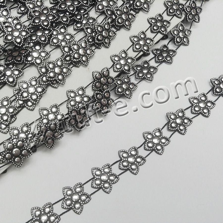 Шнур-лента с декоративными элементами