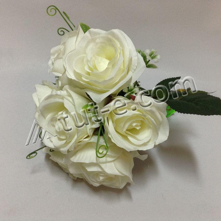 Букет молочных роз