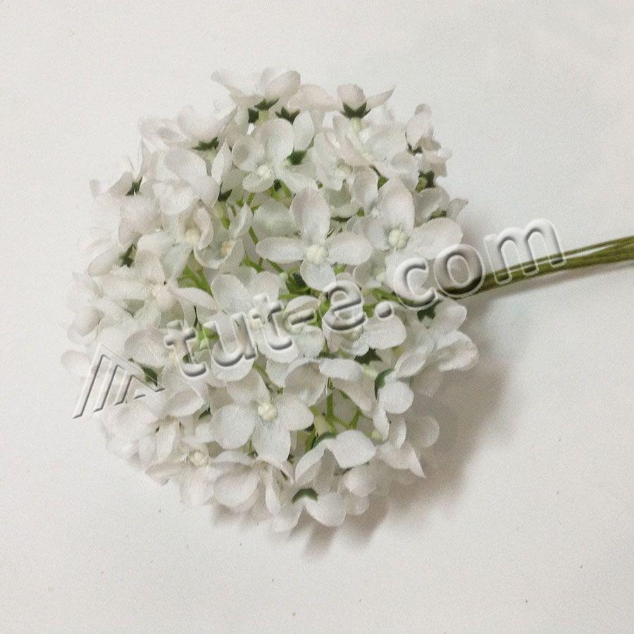Букет цветов мелкой гортензии белой