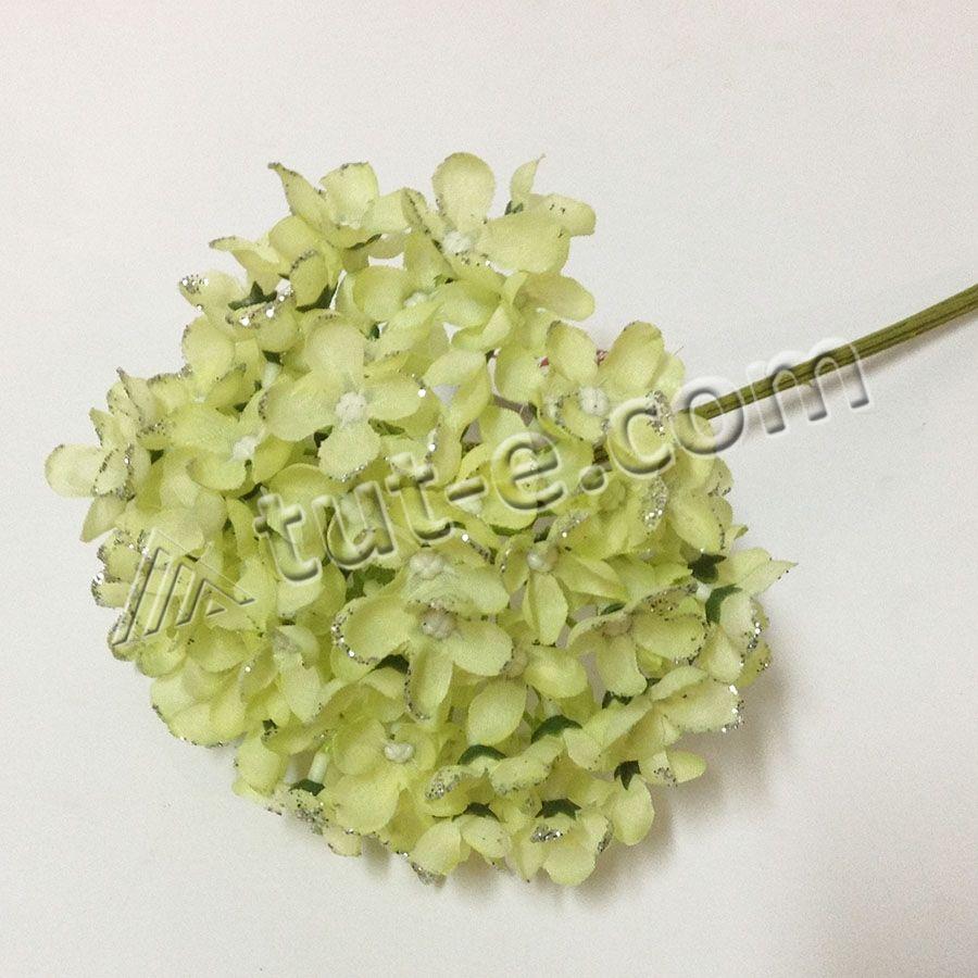 Букет цветов мелкой гортензии салатовой с блеском