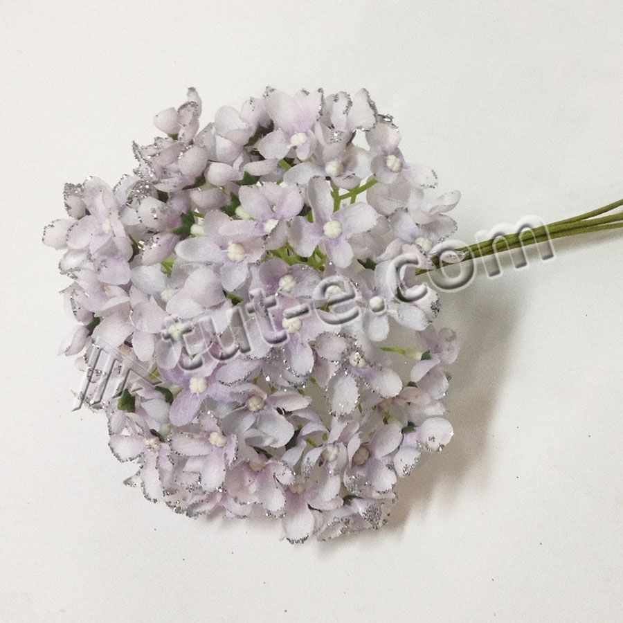 Букет цветов мелкой гортензии светло-сиреневой с блеском
