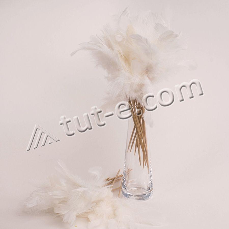 Украшение из белых перьев