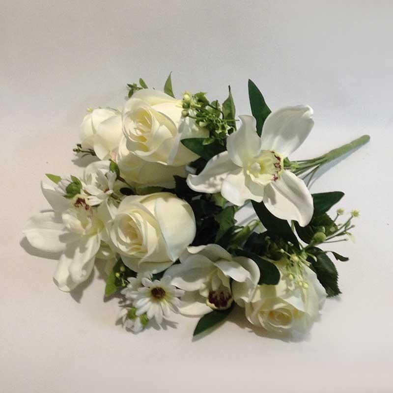 Букет роза и орхидея белый