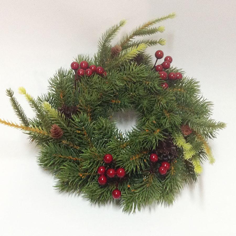 Венок еловый рождественский с ягодами 26см